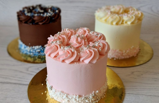 Our small size cakes - perfect for any occasion!