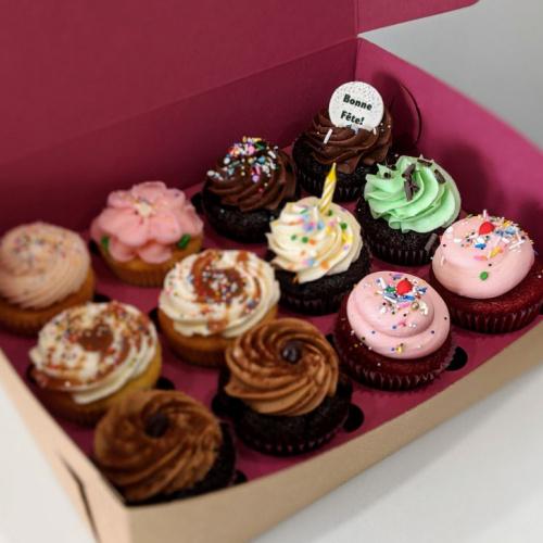 Boîte d'Anniversaire - 12 cupcakes
